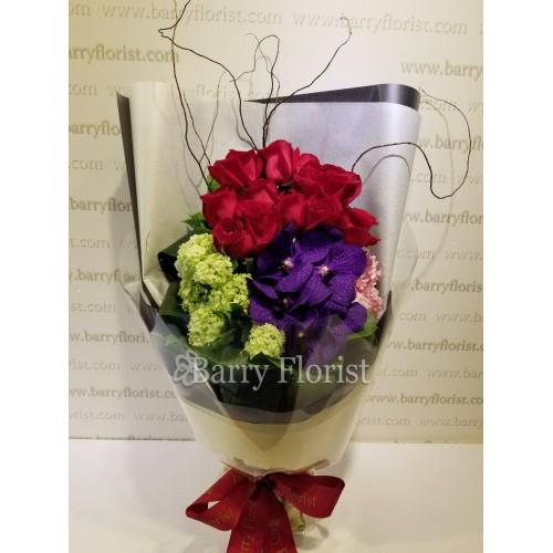 BOU 0116 10支進口A级紅玫瑰+1支萬代蘭 +季節性配花