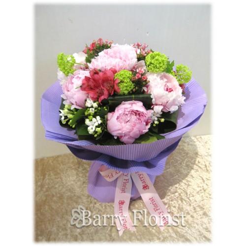 BOU 0071 5支粉色牡丹 + 小百合 + 季節性襯花
